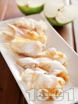 Пухкави малки банички от готови кори с ябълки и локум за десерт или закуска - снимка на рецептата